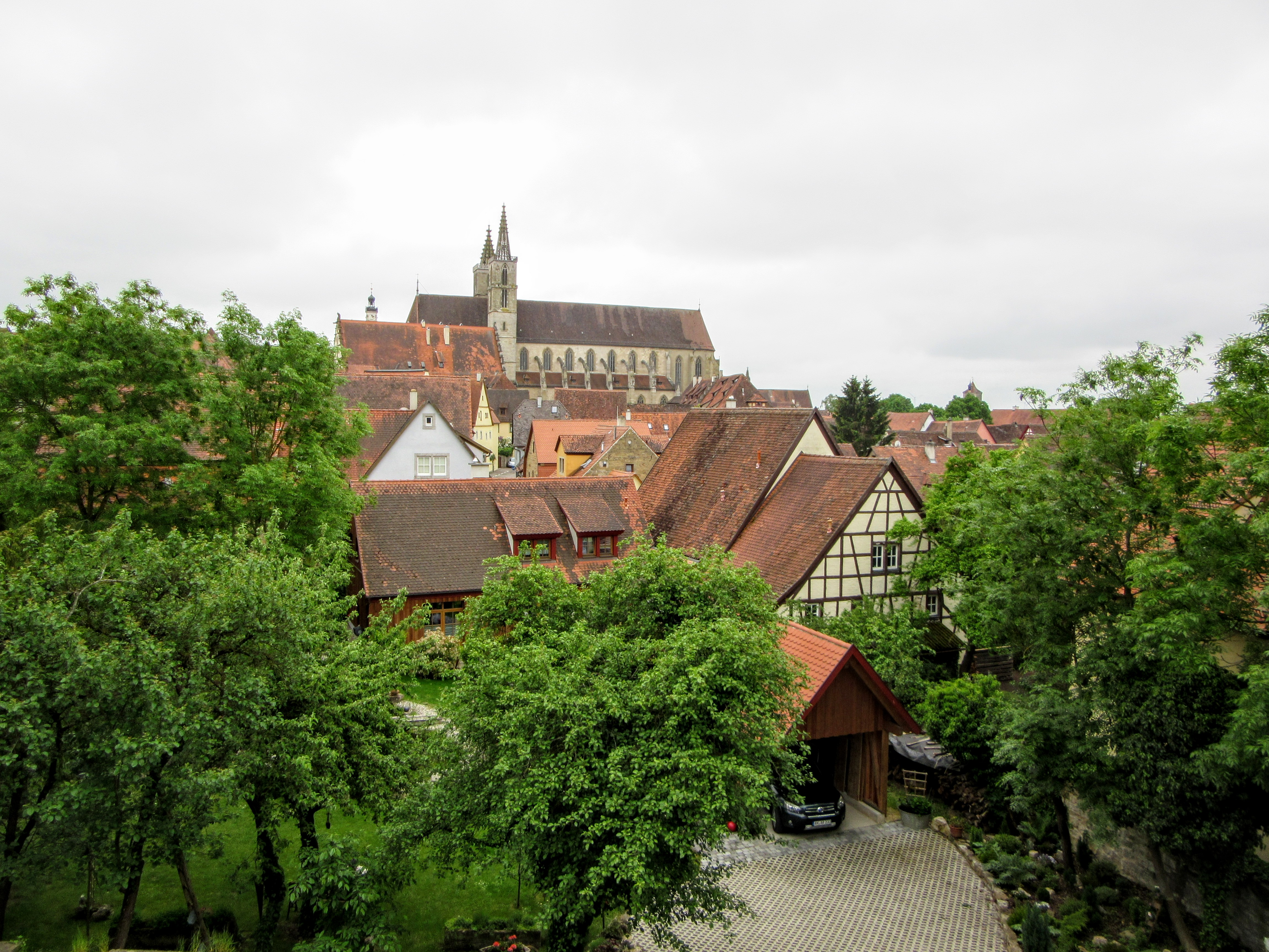 Looking towards the inner city. | Walking Along the Wall of Rothenburg ob der Tauber.