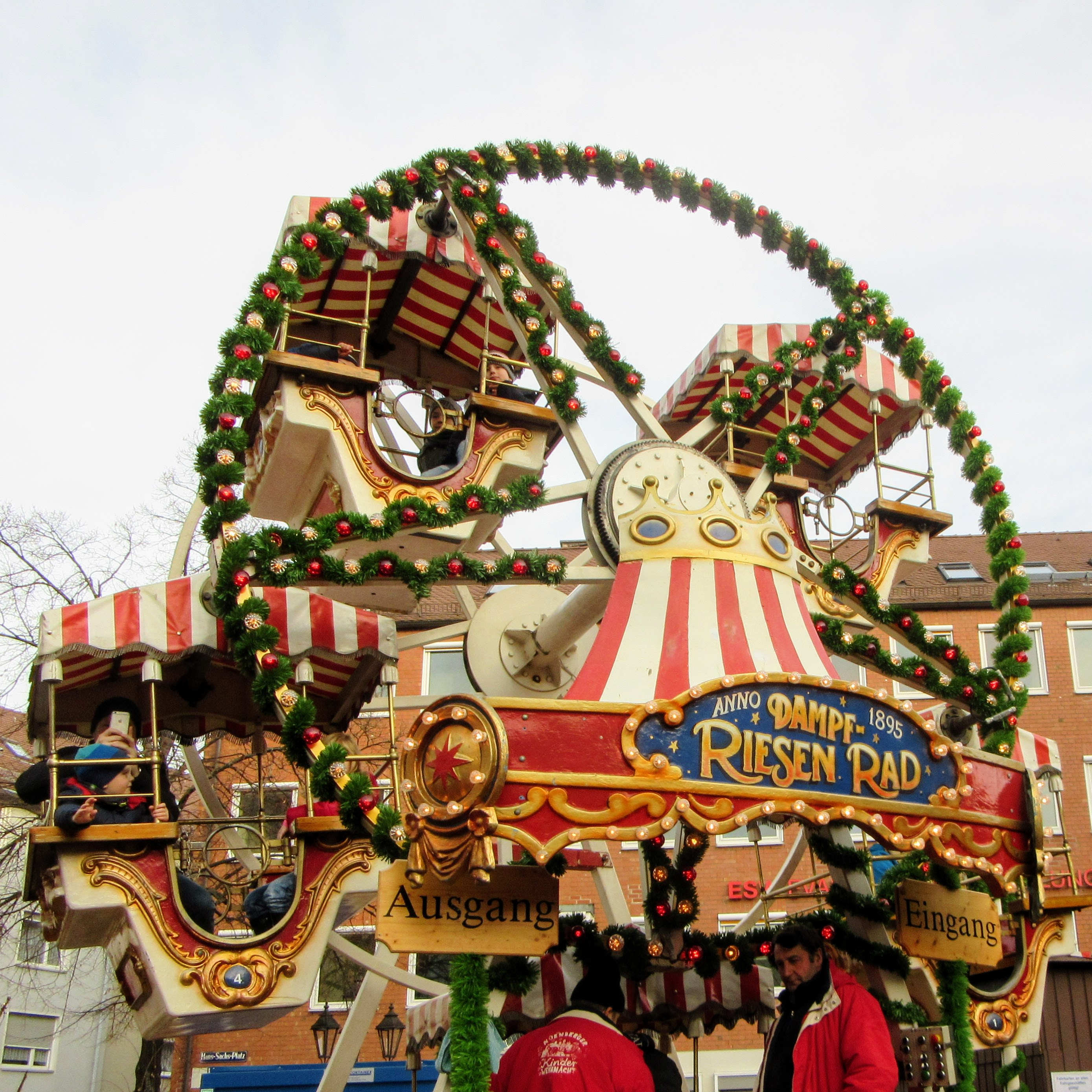 A ride at the children's Christmas Market. | Missing Germany