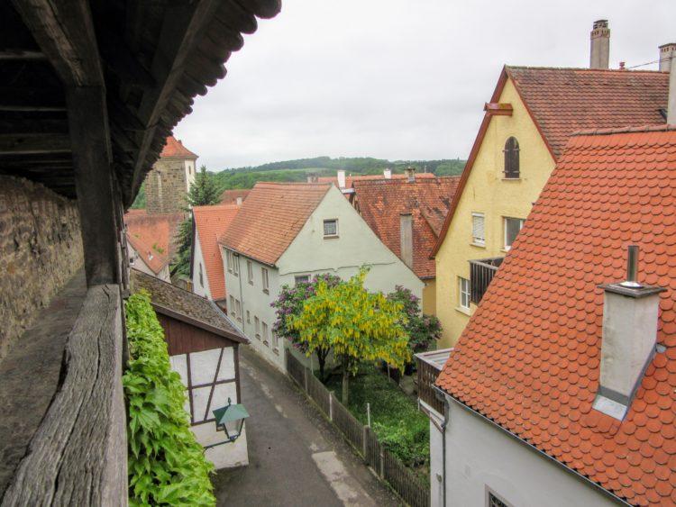 Walking Along the Wall of Rothenburg ob der Tauber. | My Meena Life.