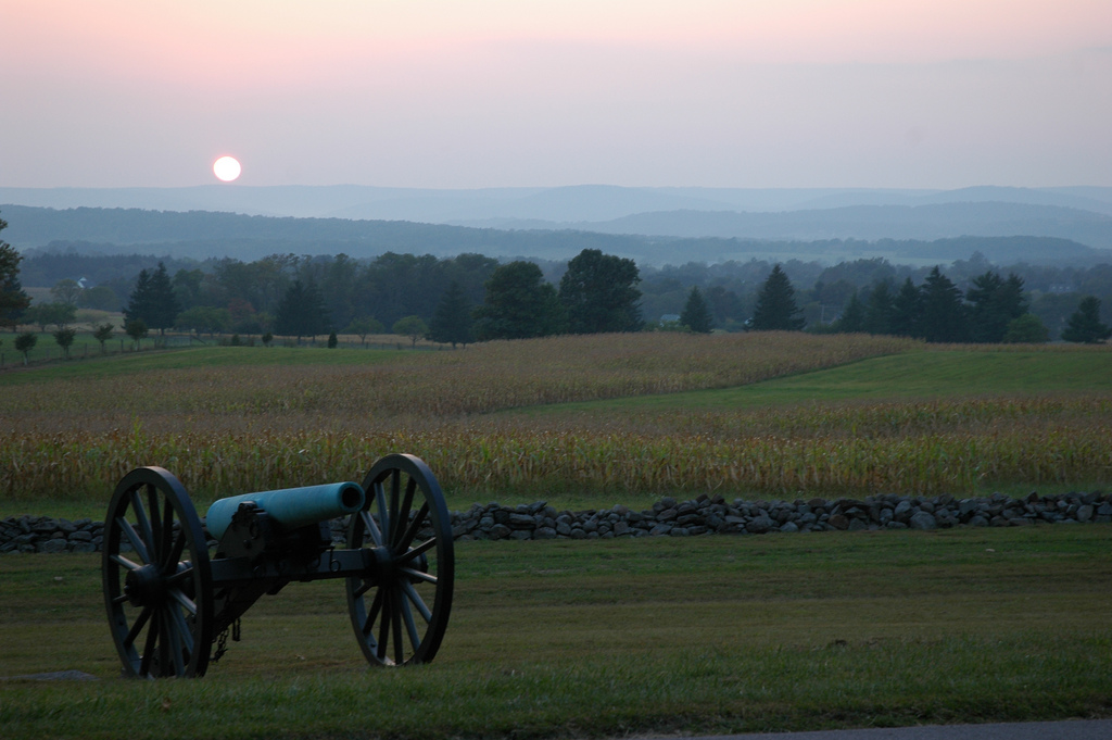 Gettysburg Battlefield | 13 Haunted Places to Travel to for Halloween (Infographic). Photo via Flickr licensed under CC BY 2.0.